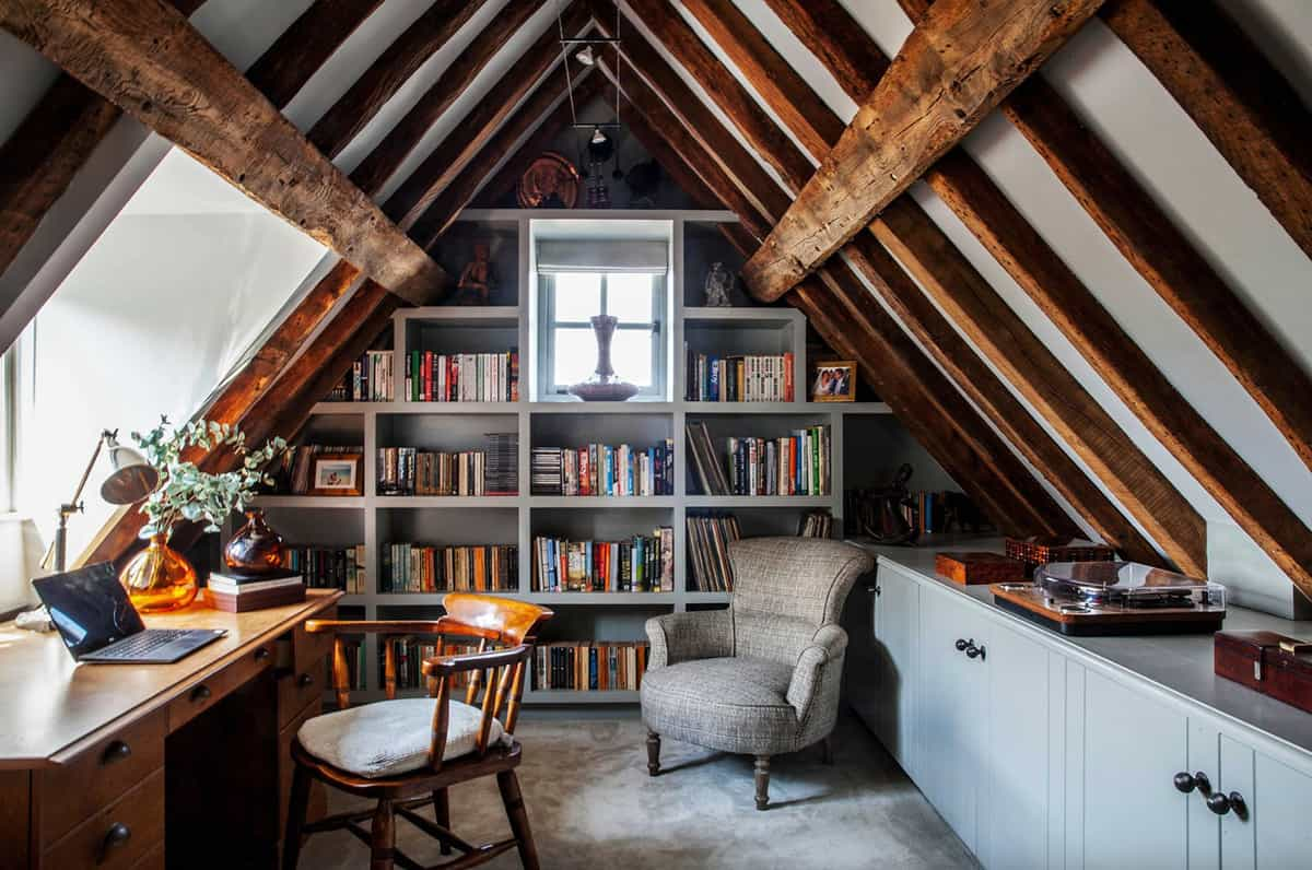 attic-home-office-with-built-in-bookshelf
