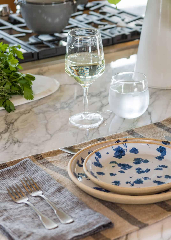 beach-barn-kitchen-island-table-setting