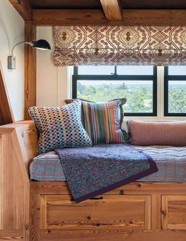 beach-barn-family-room-window-seat