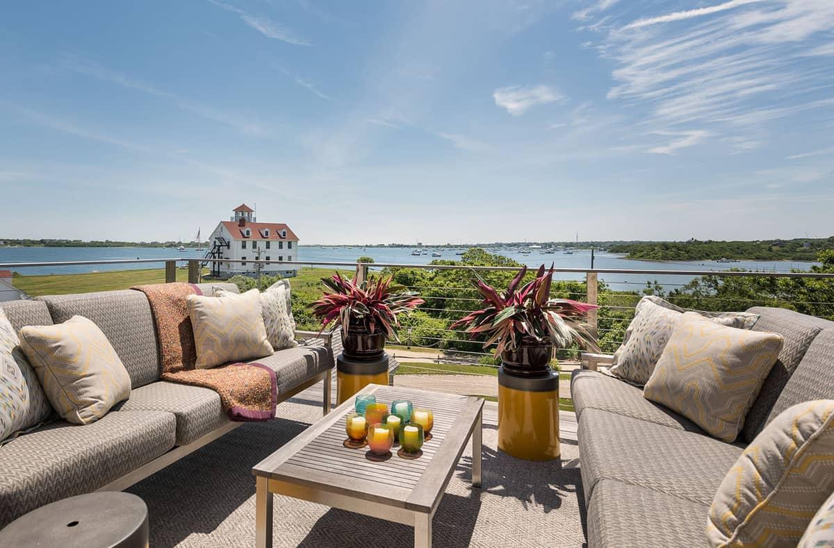 beach-barn-house-patio