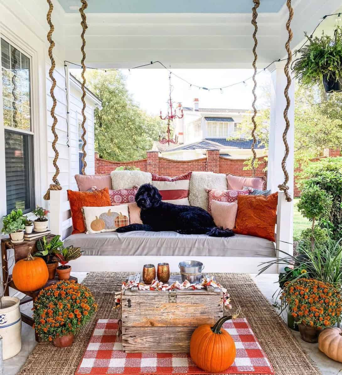 fall-porch-decorating-ideas-with-pumpkins-mums-and-a-swing