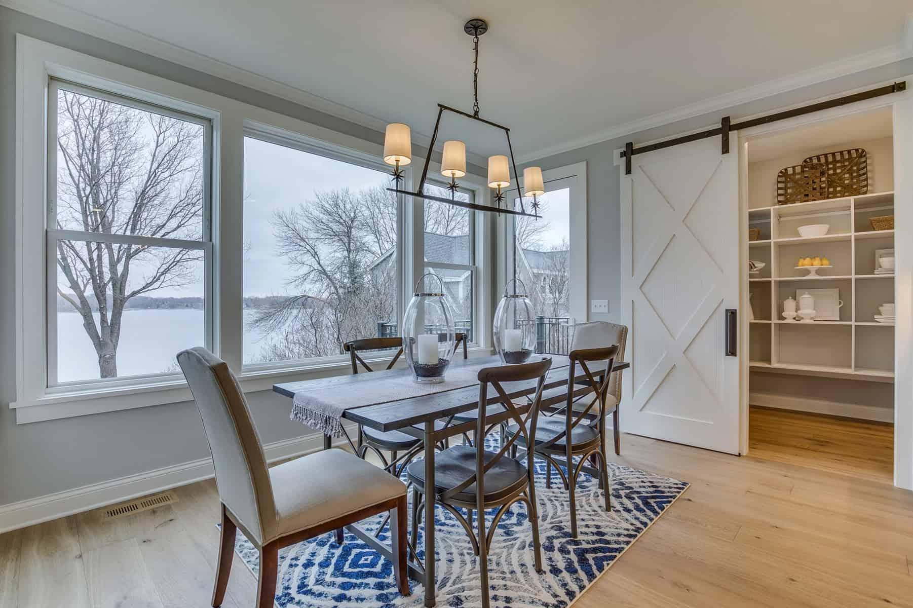 farmhouse-style-dining-room