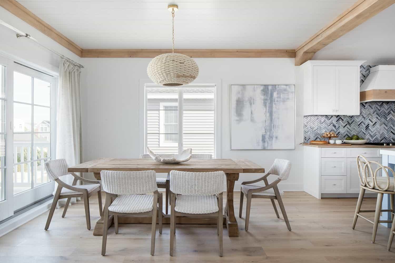 amazing-seaside-retreat-dining-room