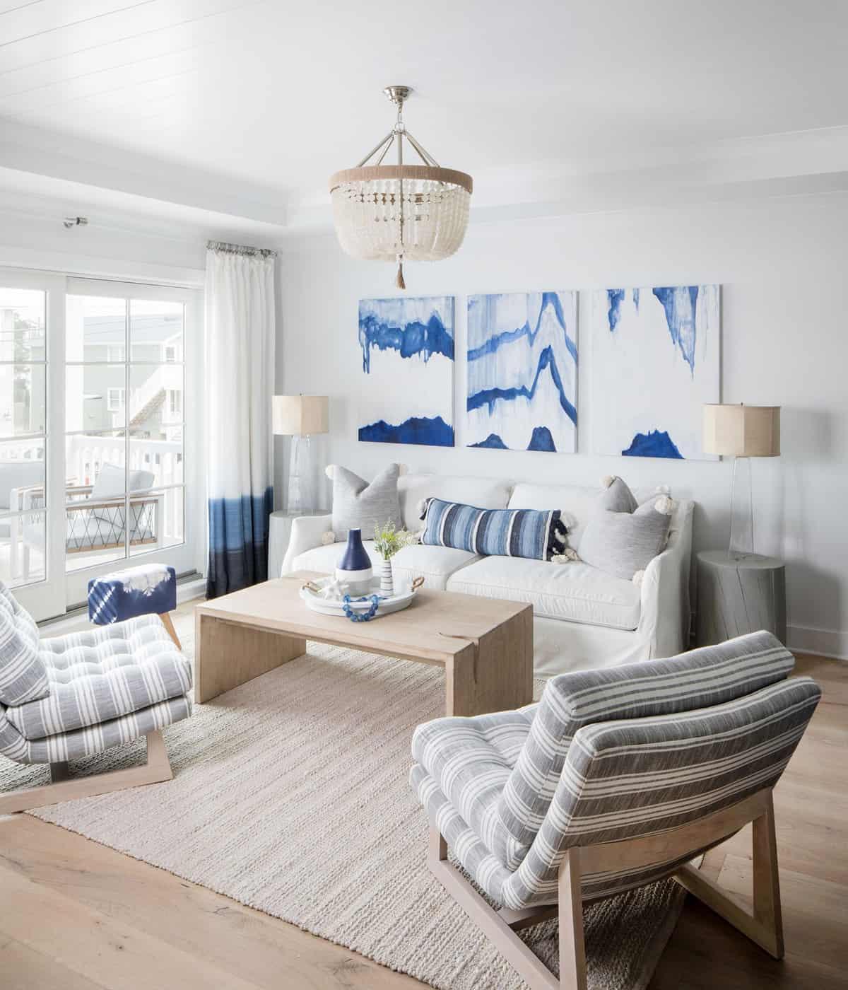 amazing-seaside-retreat-family-room