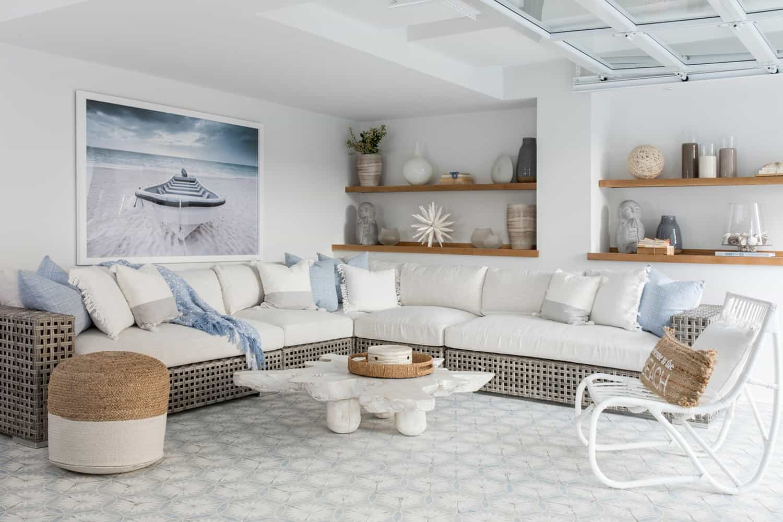 amazing-seaside-retreat-lanai-living-room