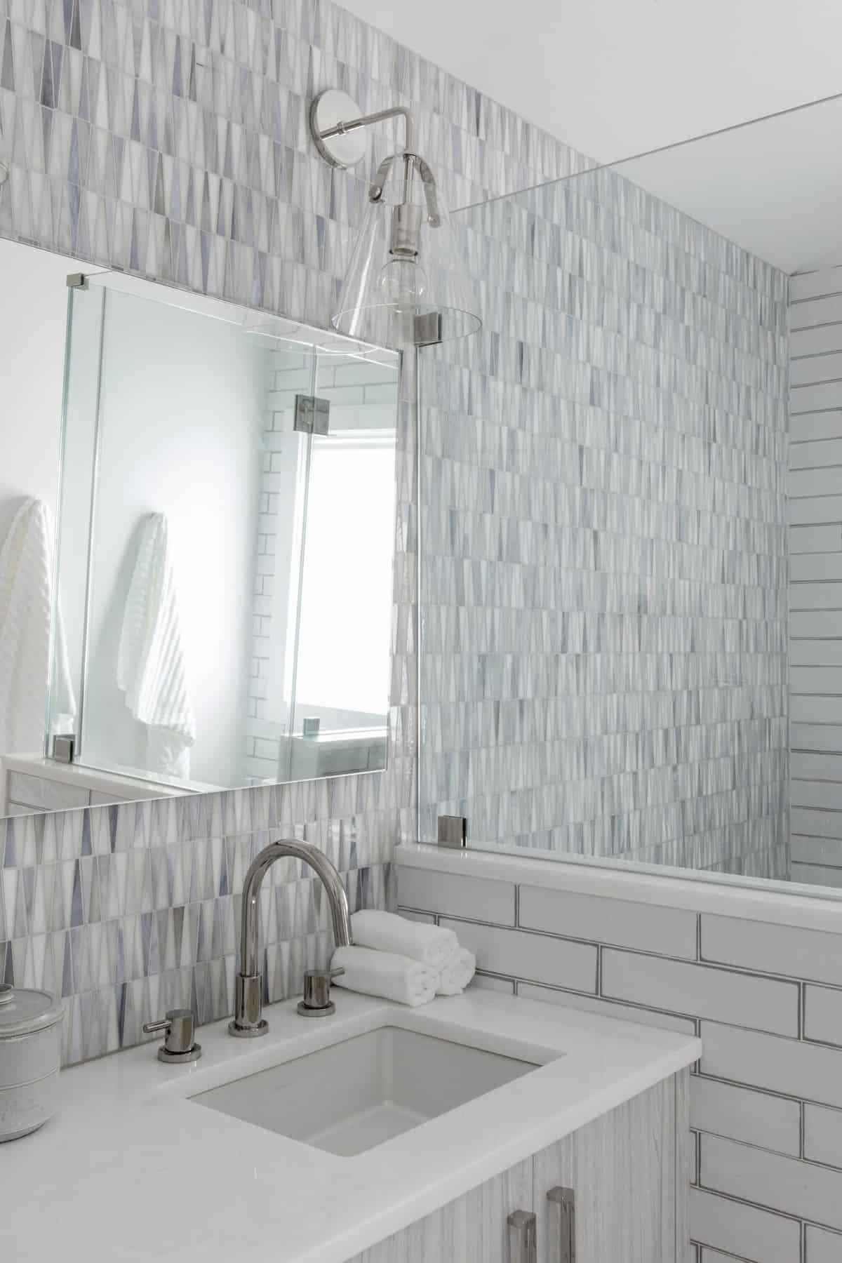 amazing-seaside-retreat-bathroom