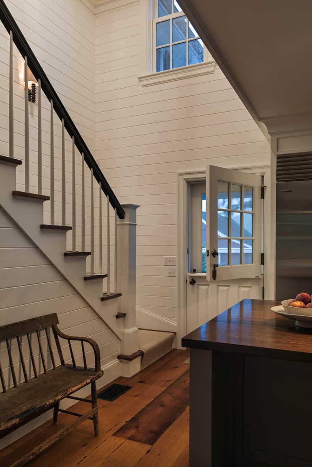 farmhouse-entryway-with-dutch-door