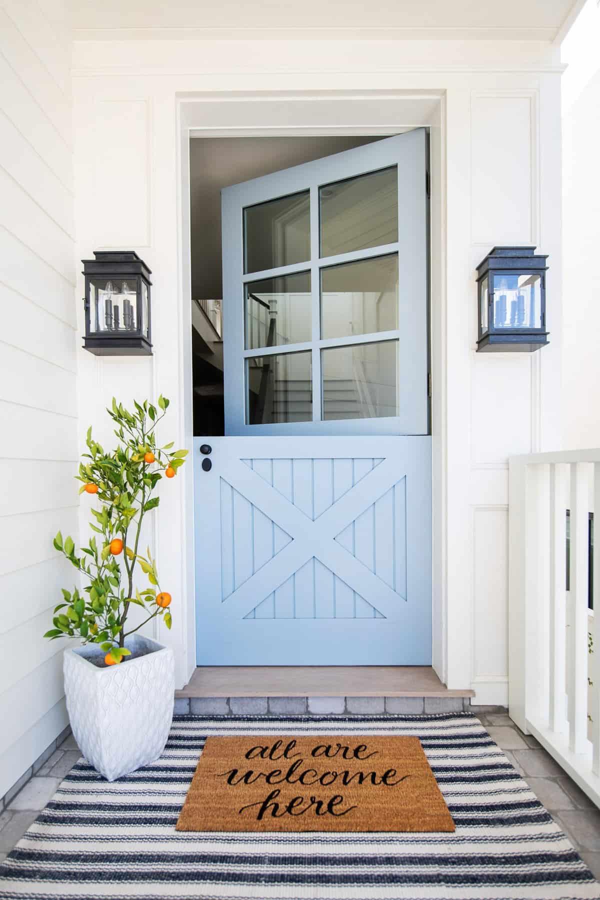 coastal-farmhouse-beach-style-entry