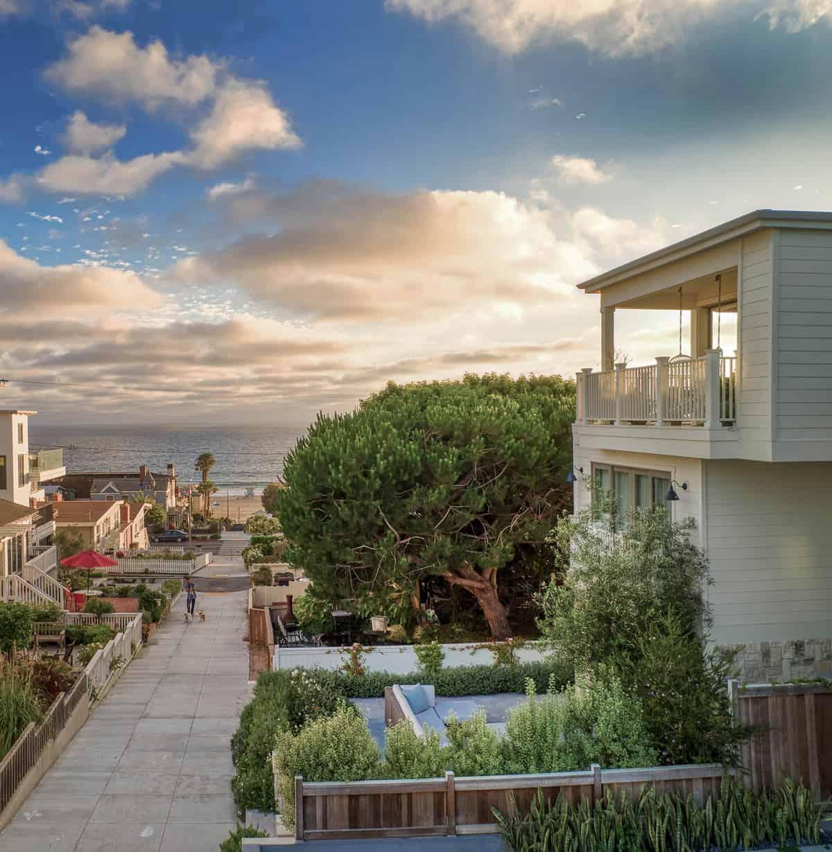 coastal-farmhouse-beach-style-exterior