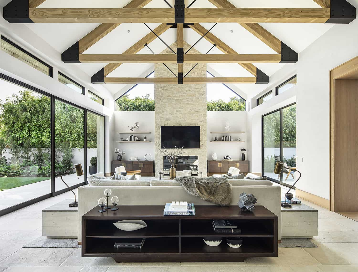 european-transitional-style-living-room