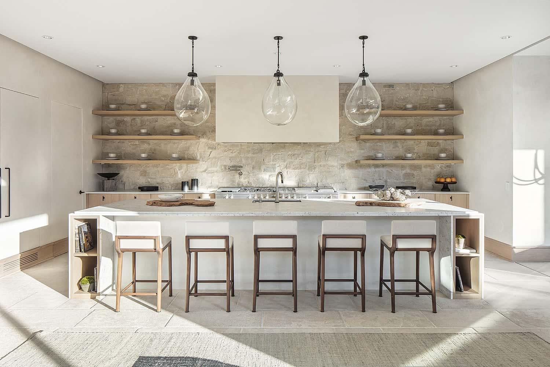 european-transitional-style-kitchen