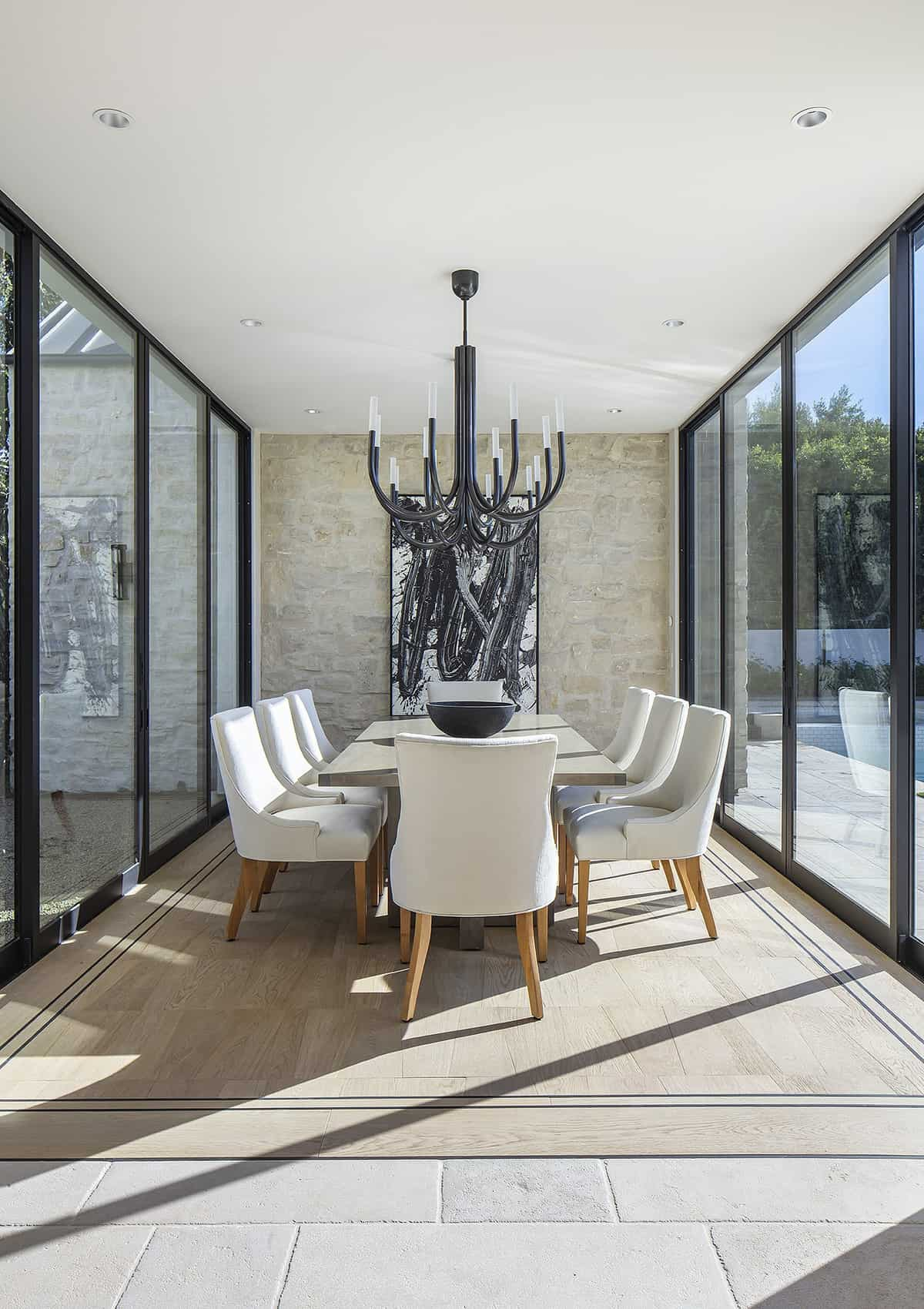 european-transitional-style-dining-room
