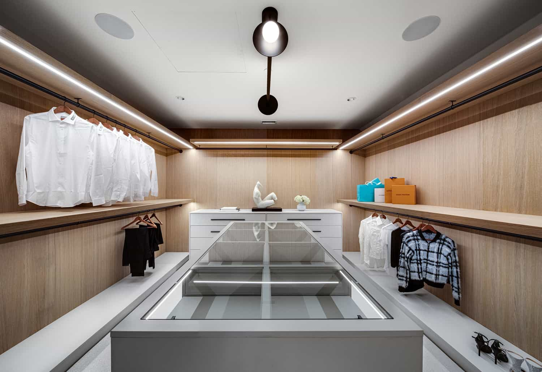 transitional-style-closet