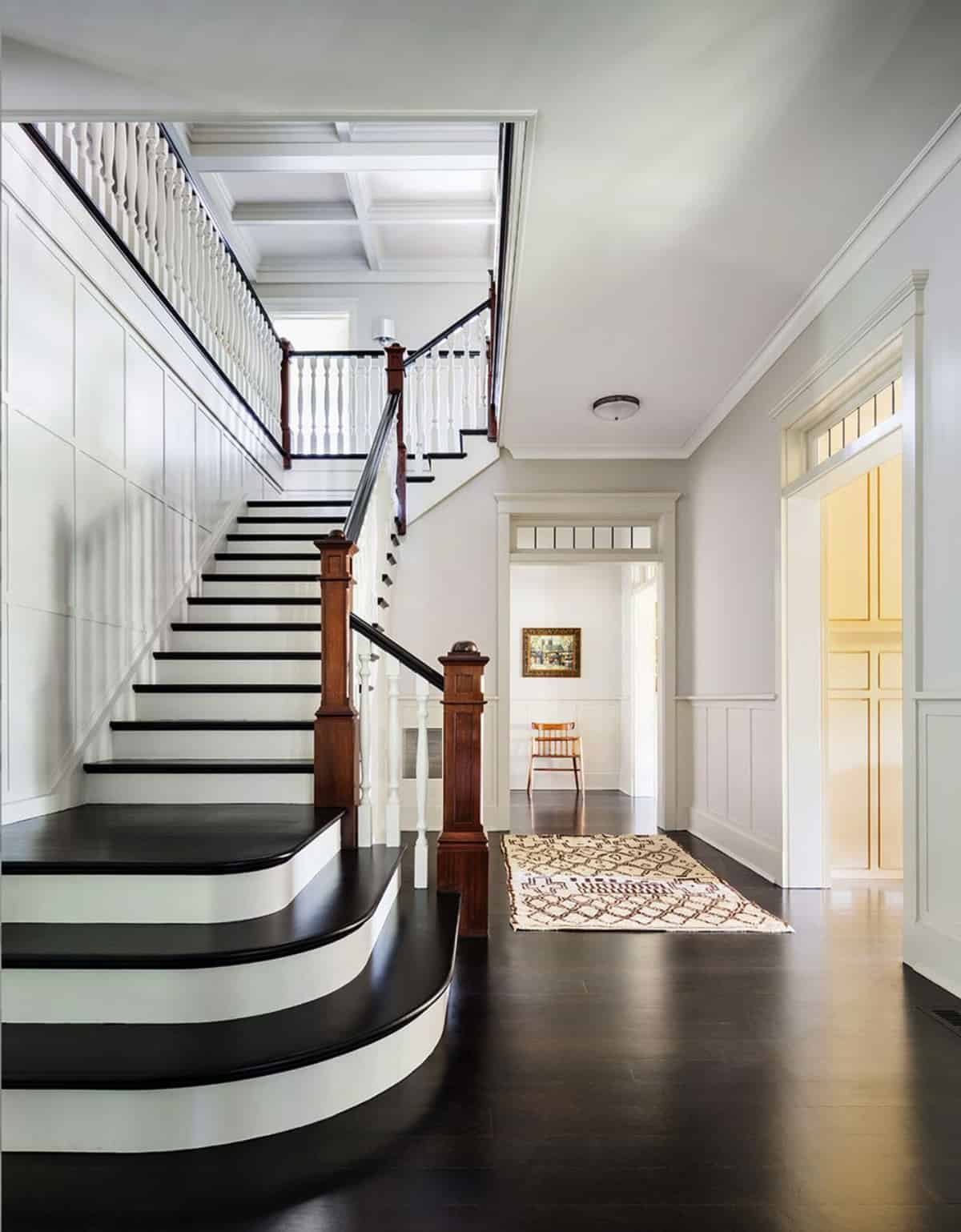 traditional-entry-and-staircase