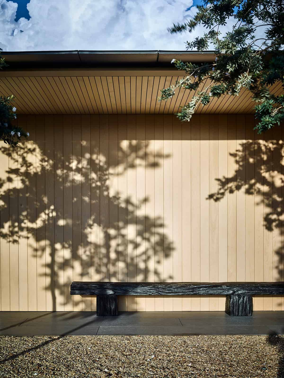 hawaii-holiday-home-exterior-with-a-bench