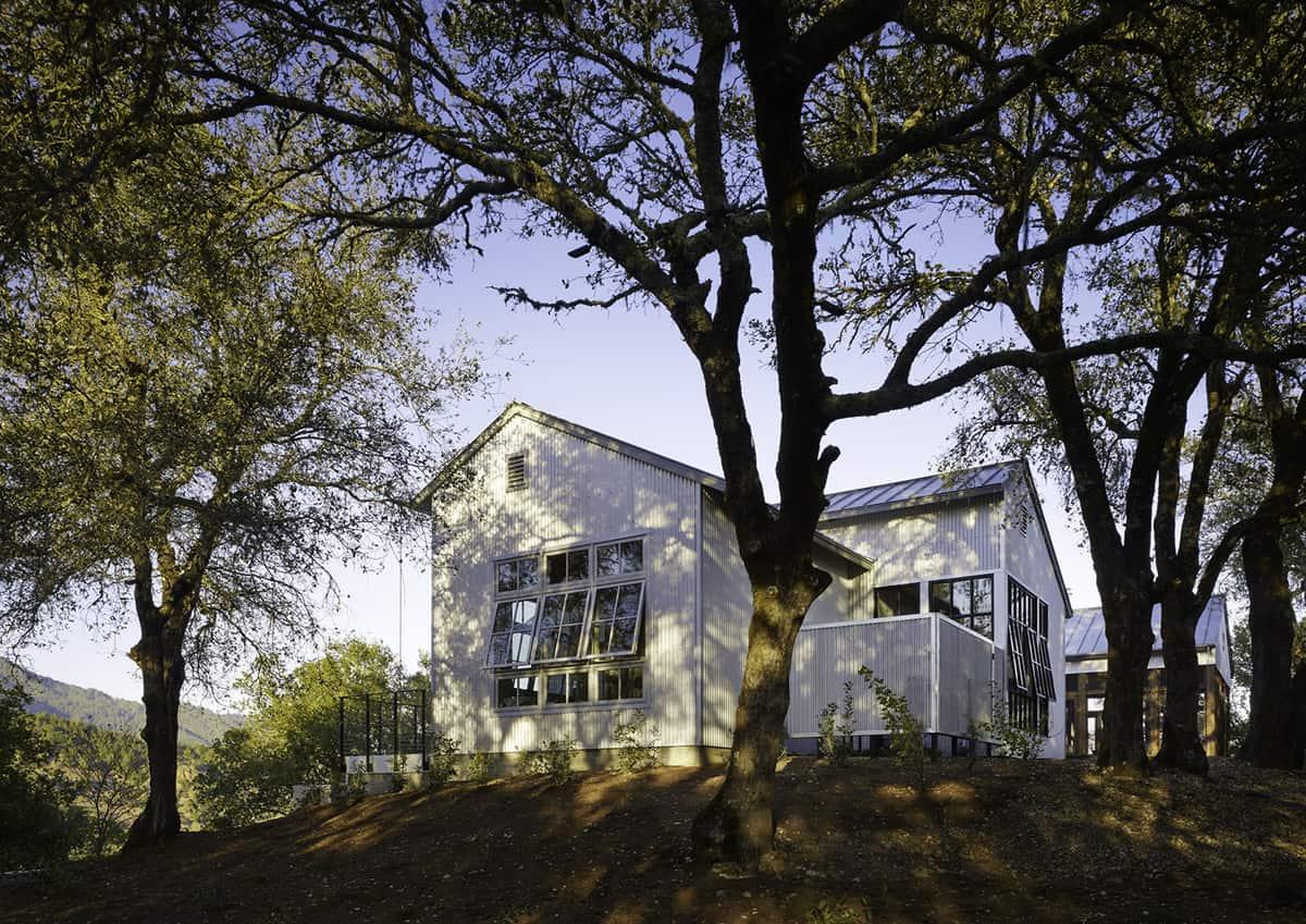 industrial-farmhouse-exterior