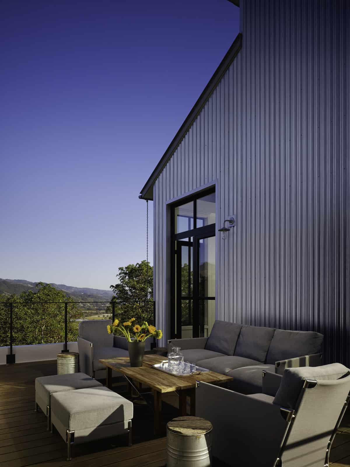 industrial-farmhouse-deck