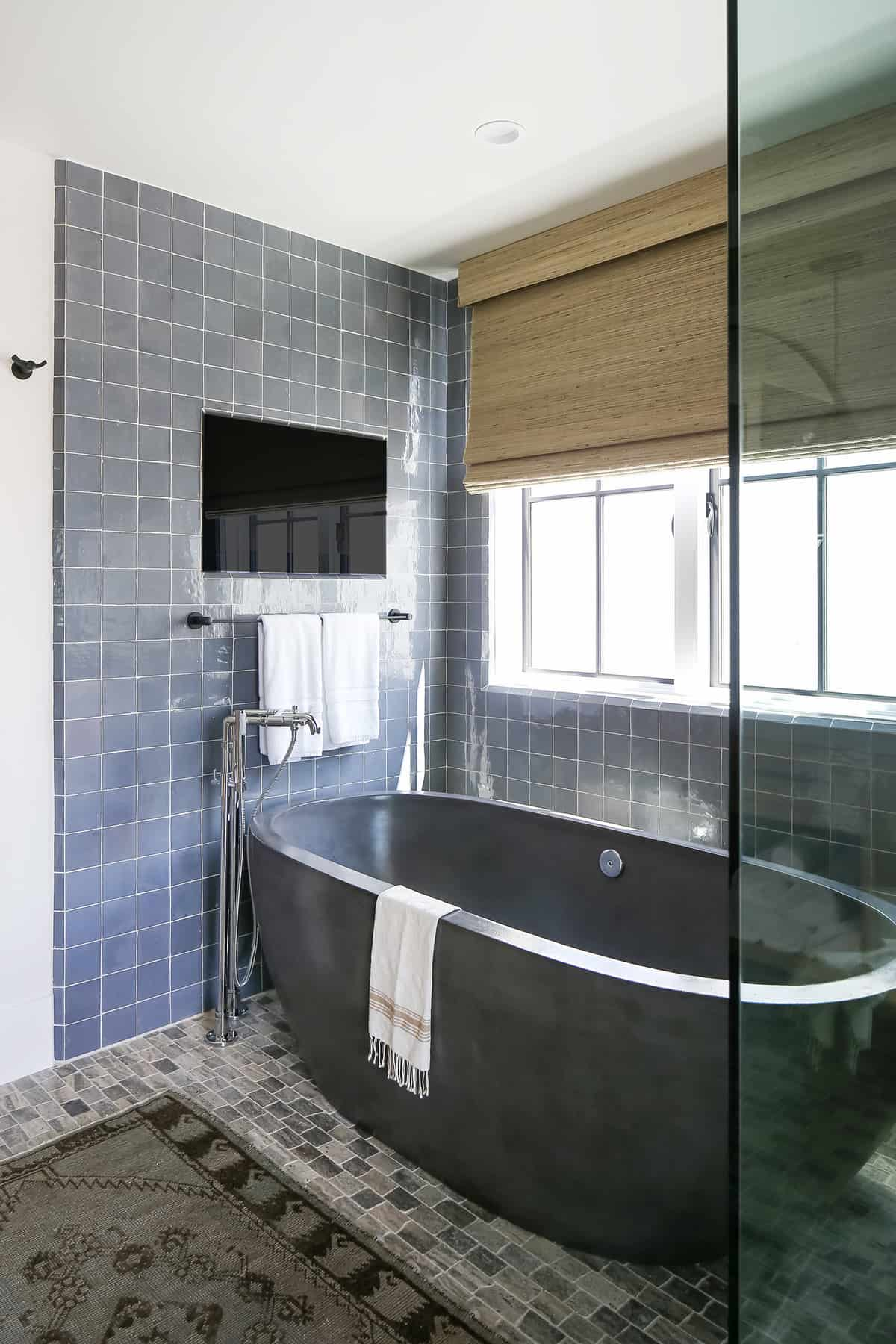 beach-style-bathroom-glass-enclosed-tub