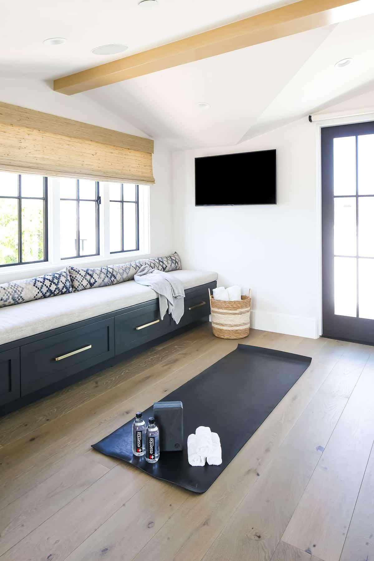 beach-style-yoga-room