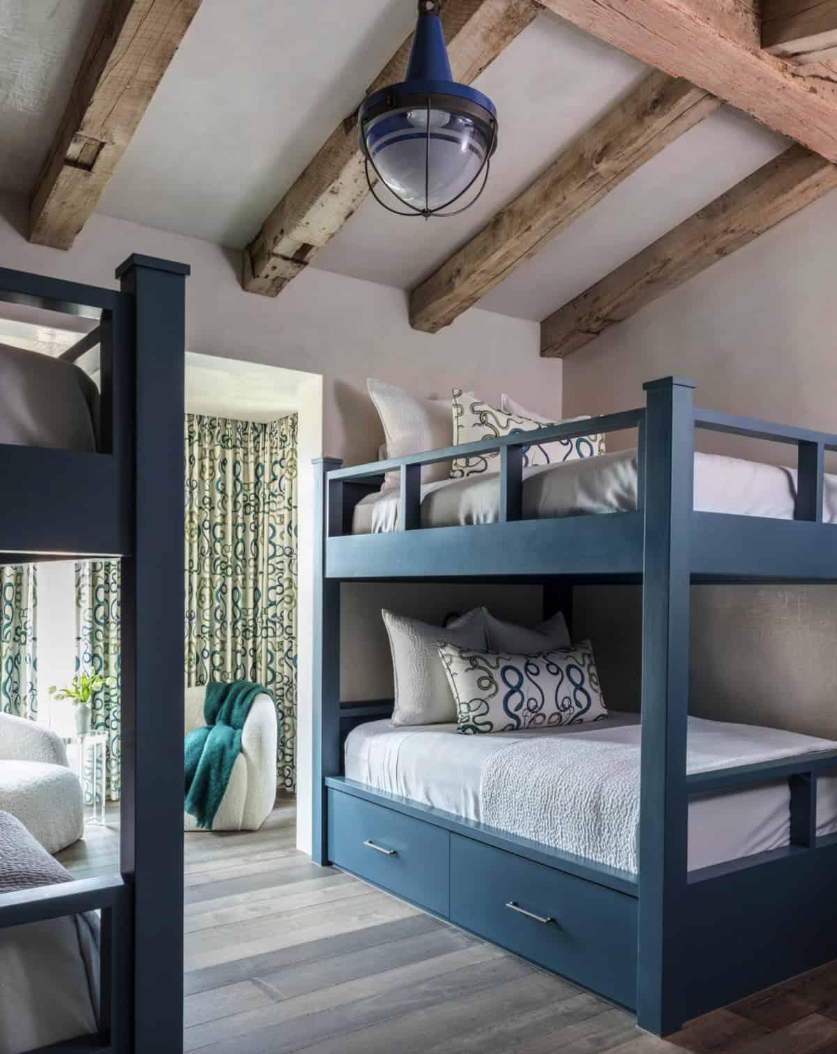 modern-belgian-farmhouse-style-bunk-bedroom