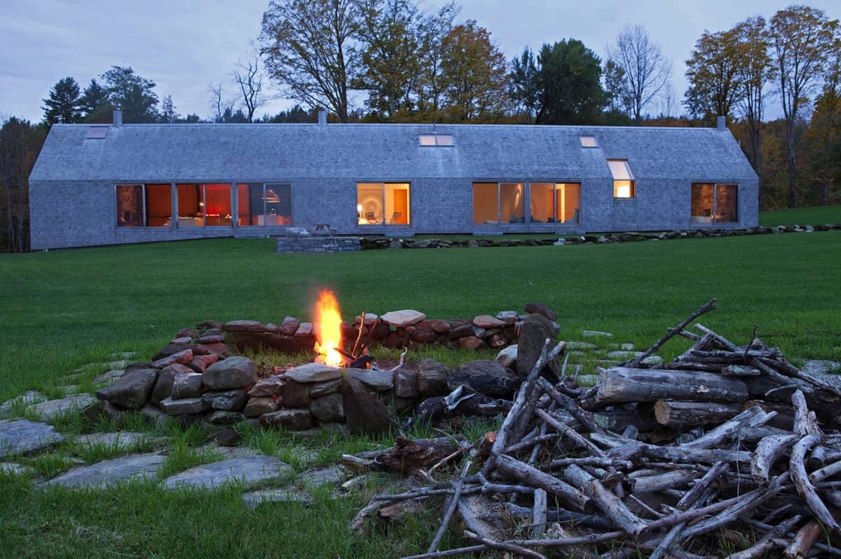 modern-farmhouse-exterior-landscape-with-firepit