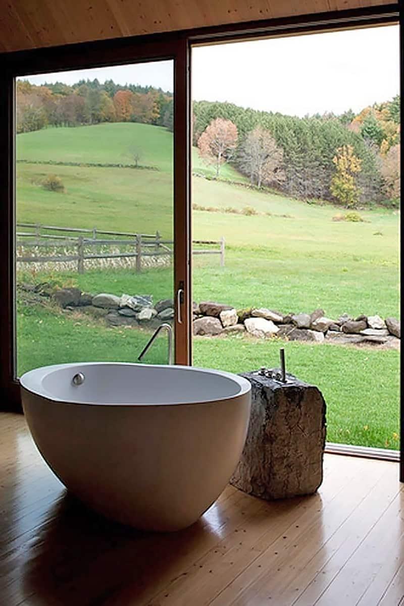 modern-farmhouse-bathroom-with-a-view