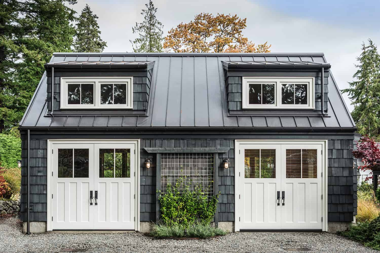 traditional-coastal-style-garage