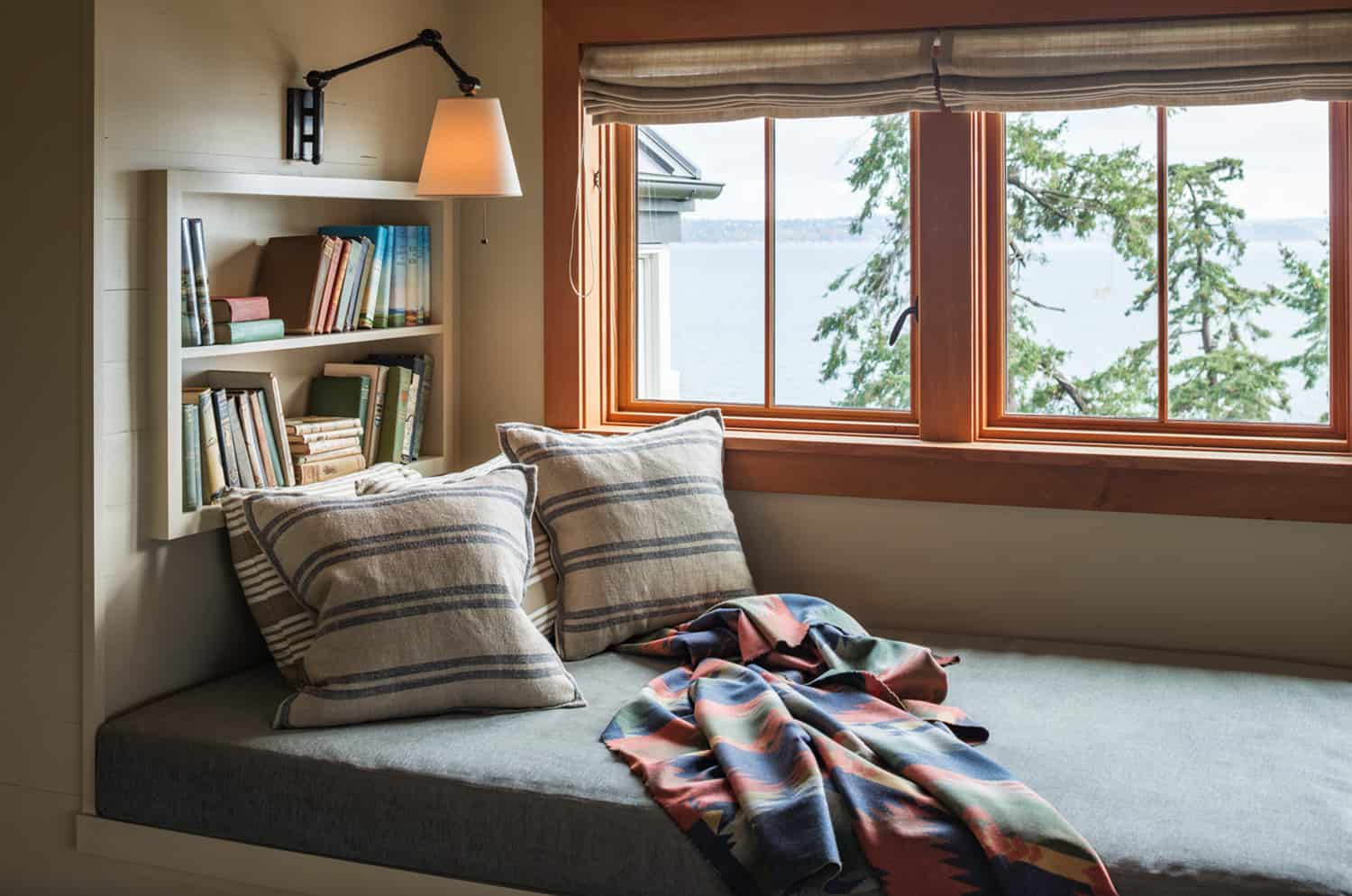 traditional-style-window-seat-reading-nook