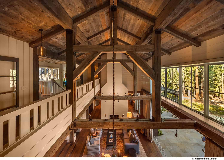 mountain-style-farmhouse-hall