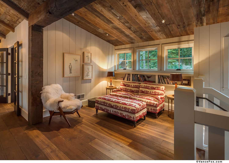 mountain-style-farmhouse-sitting-room