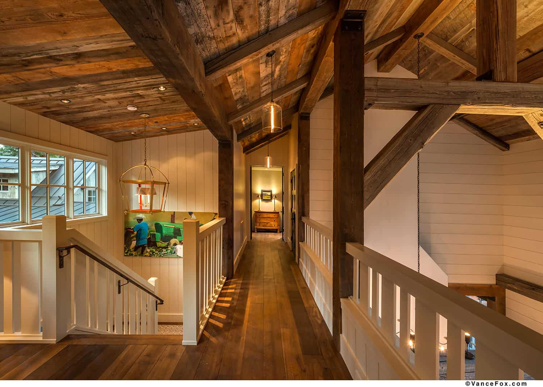mountain-style-farmhouse-hallway