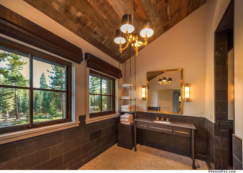 mountain-style-farmhouse-bathroom