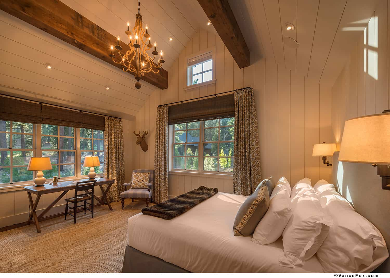 mountain-style-farmhouse-bedroom