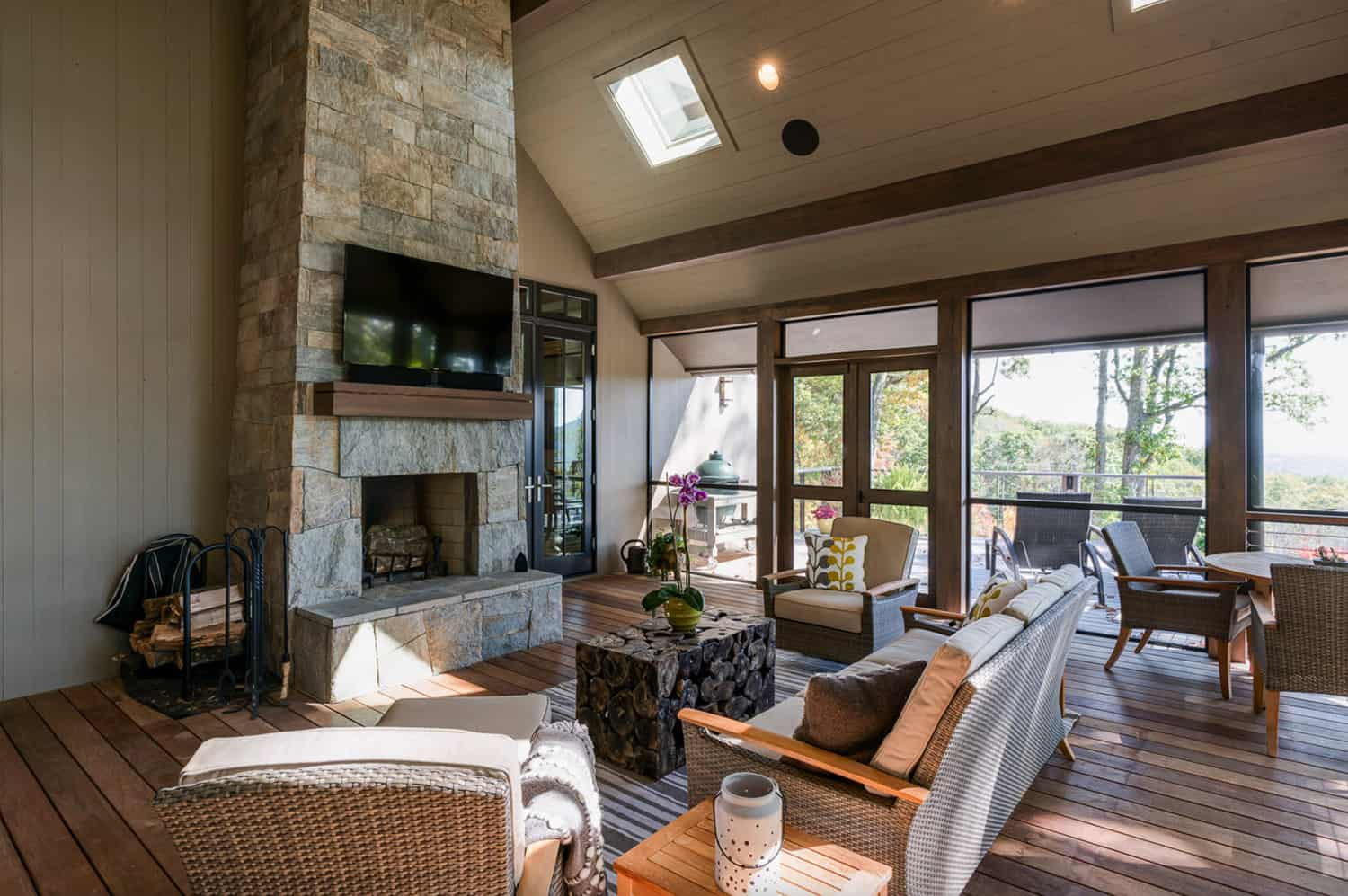 transitional-screened-porch