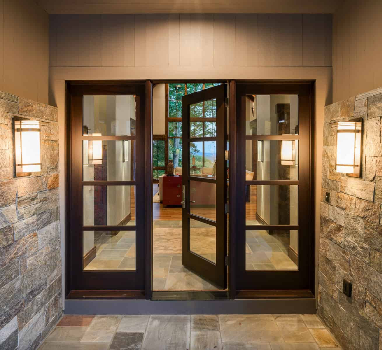 transitional-mountain-home-entry