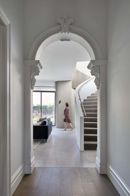 contemporary-staircase-entry