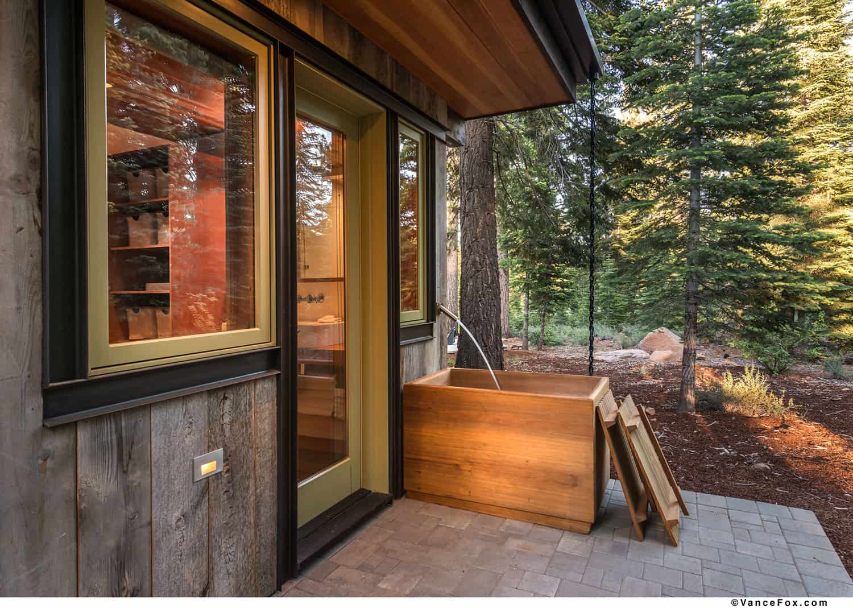 modern-rustic-patio-with-an-outdoor-bathtub