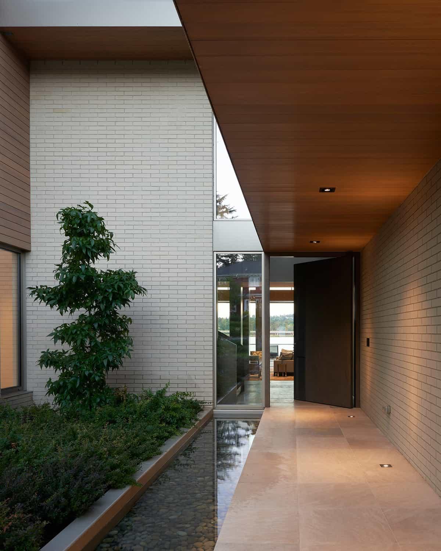 contemporary-lake-washington-home-entry