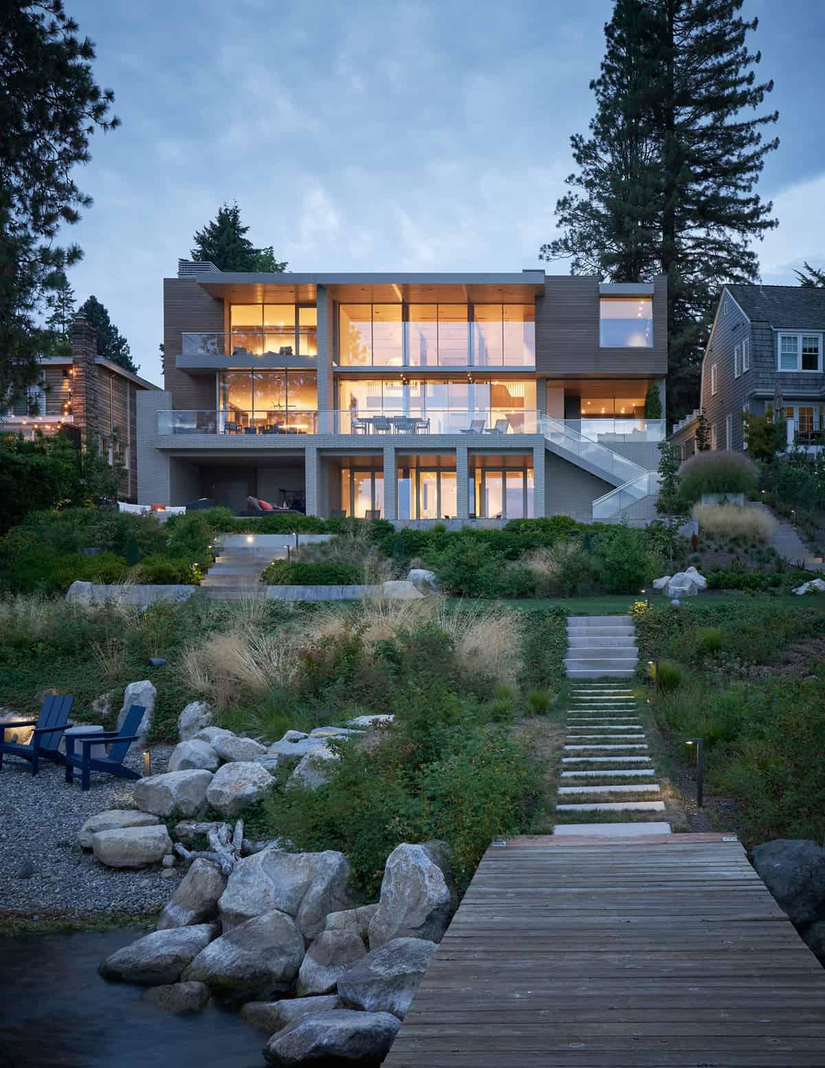 contemporary-lake-washington-home-exterior-backyard