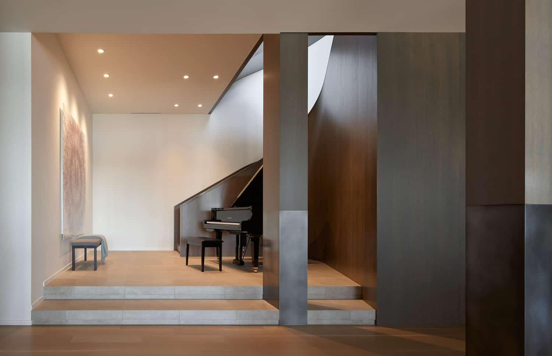 contemporary-lake-washington-home-staircase
