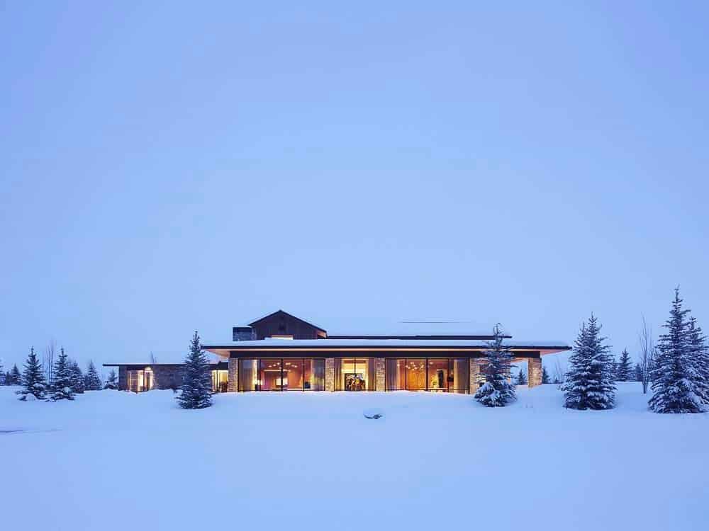 contemporary-wyoming-mountain-retreat-exterior-with-snow