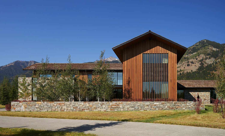 contemporary-wyoming-mountain-retreat-exterior