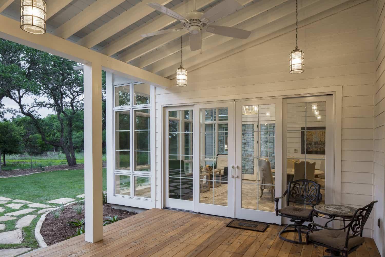 farmhouse-style-covered-patio