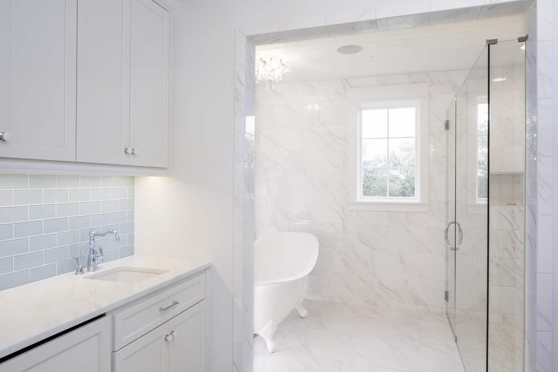 farmhouse-style-bathroom