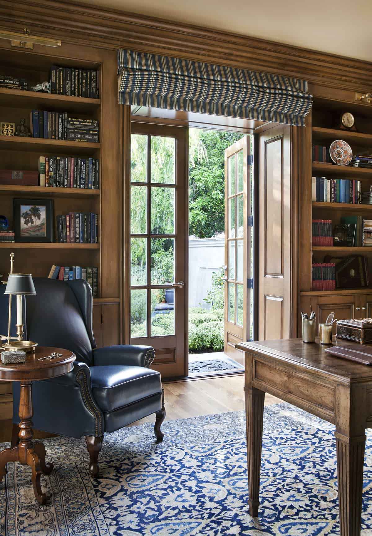 traditional-home-library