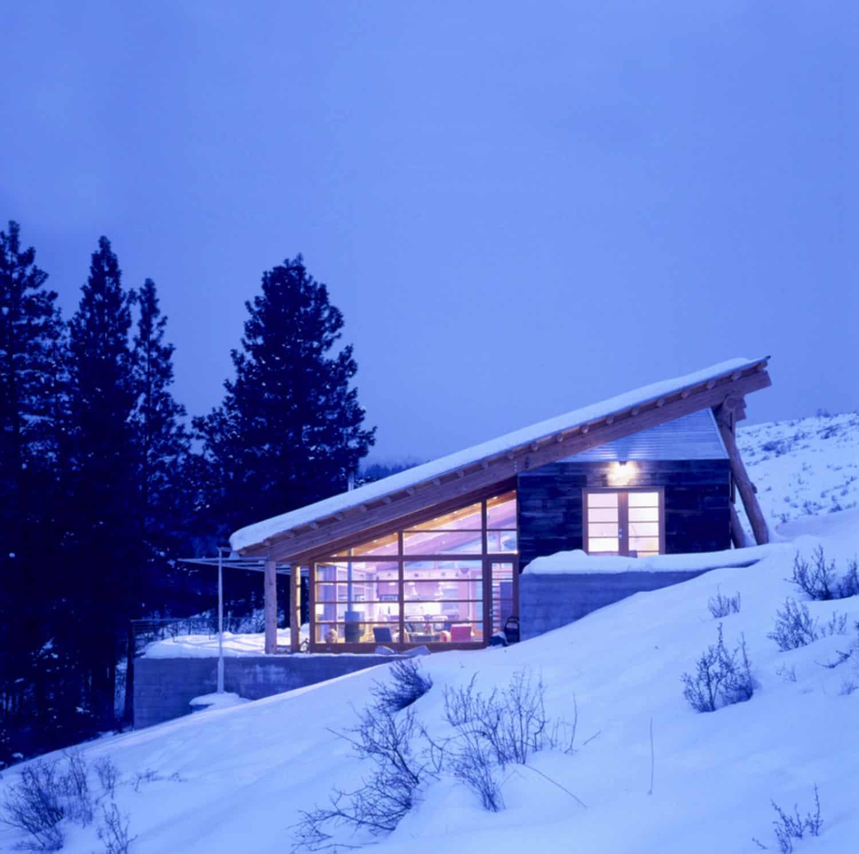 green-mountain-cabin-exterior-with-snow