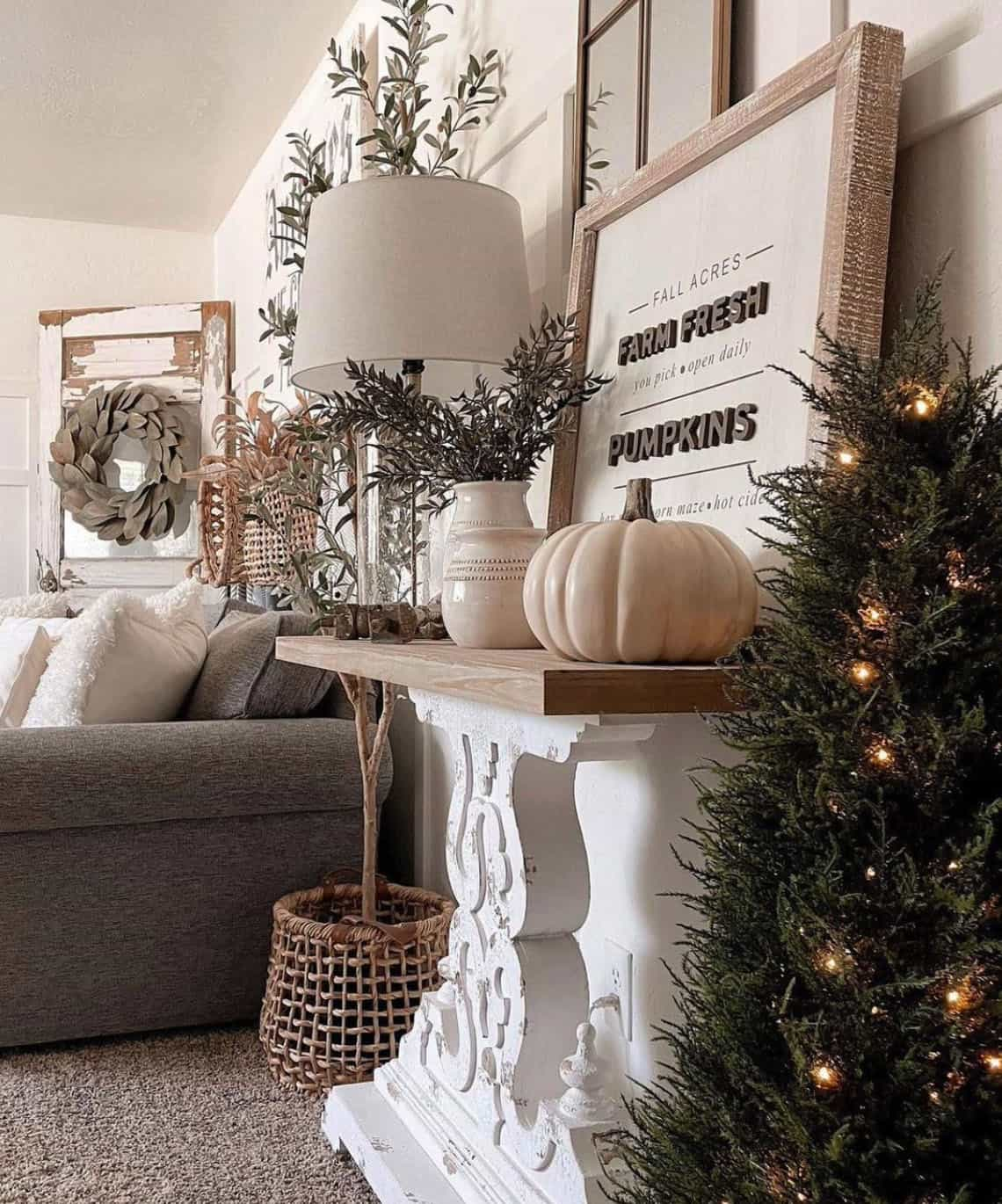 fall-decorated-living-room-console-table
