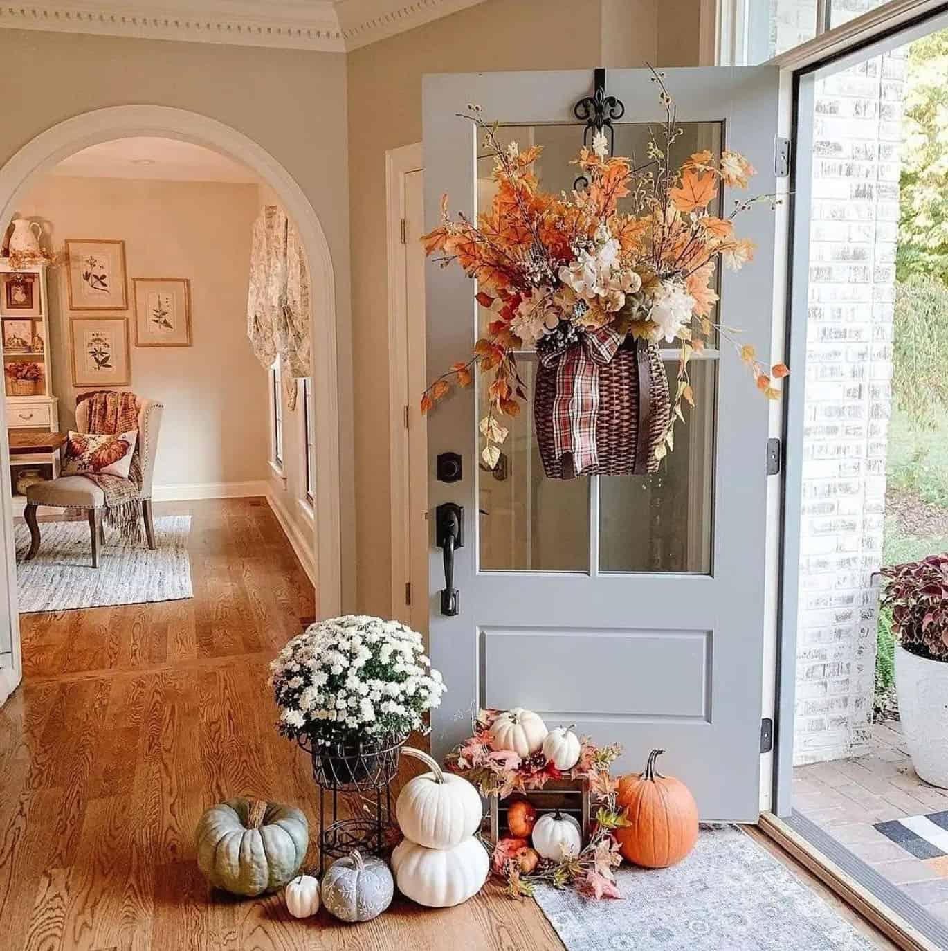 fall-inspired-front-door