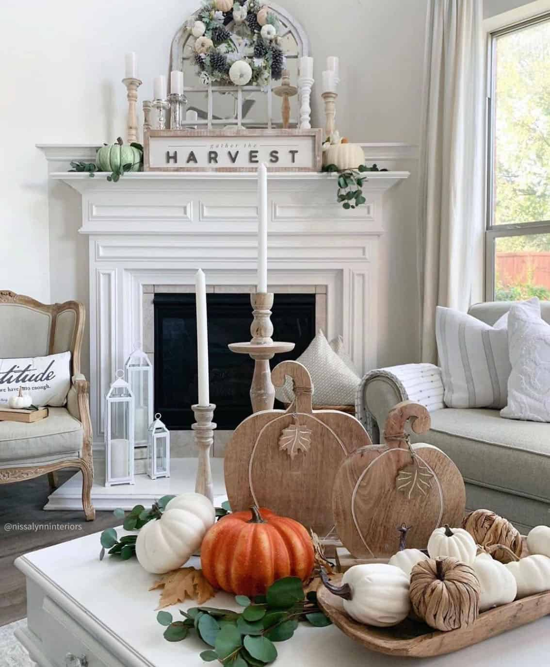 fall-decorated-living-room