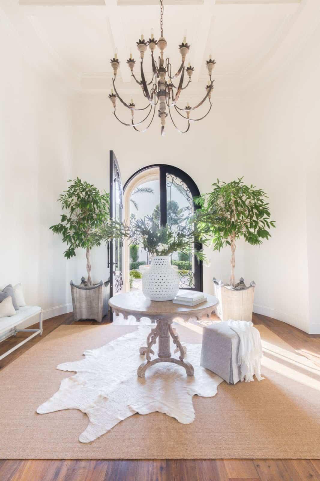 mediterranean-inspired-home-entry